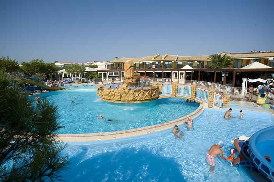 Piscine villaggio centro vacanze villaggio hotel centro vacanze de angelis riviera del - Capodanno in piscina ...